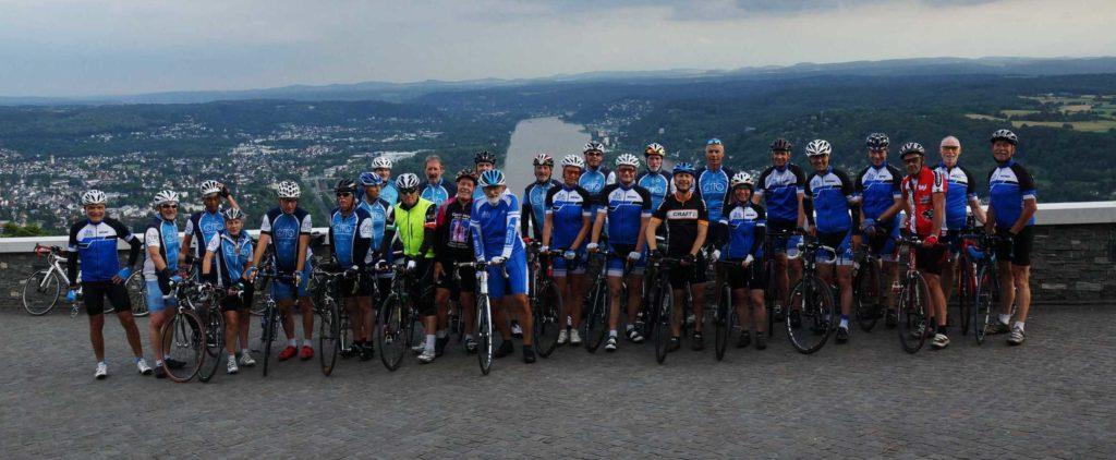 Radgruppe auf dem Drachenfels